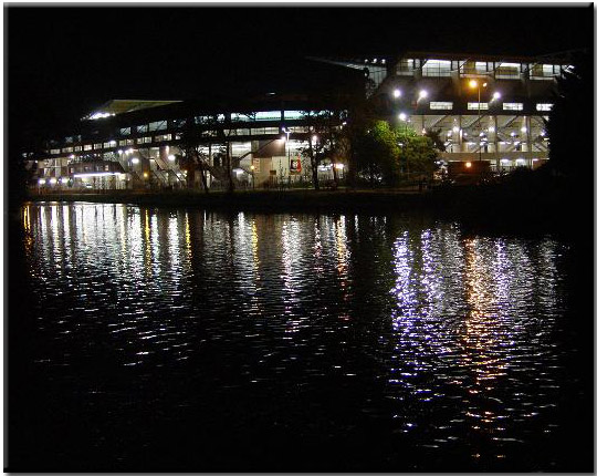 Stades vus de l'extérieur - Page 2 Stade-exterieur-nuit